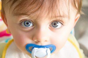 Conheça essas 5 dicas para tirar a chupeta do bebê